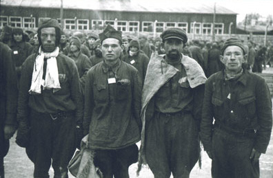Soviet prisoners of war on the Roll-call square in Gusen, October 1941 (photo credits: SS-photo, Museu d'Història de Catalunya, Barcelona)
