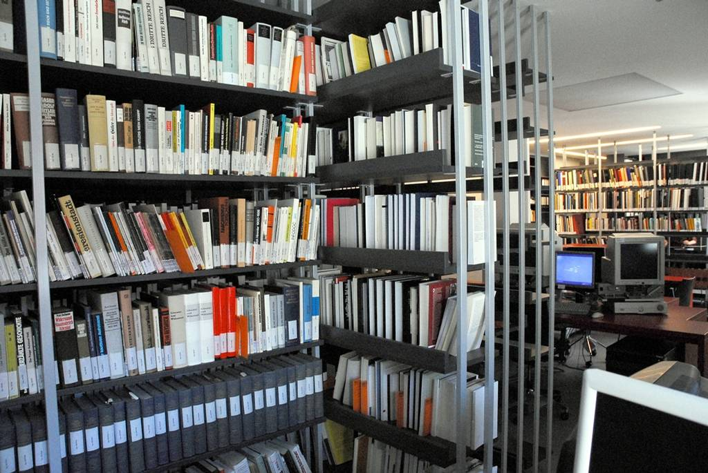 3,000 books for the specialist library of the Mauthausen Memorial in Vienna