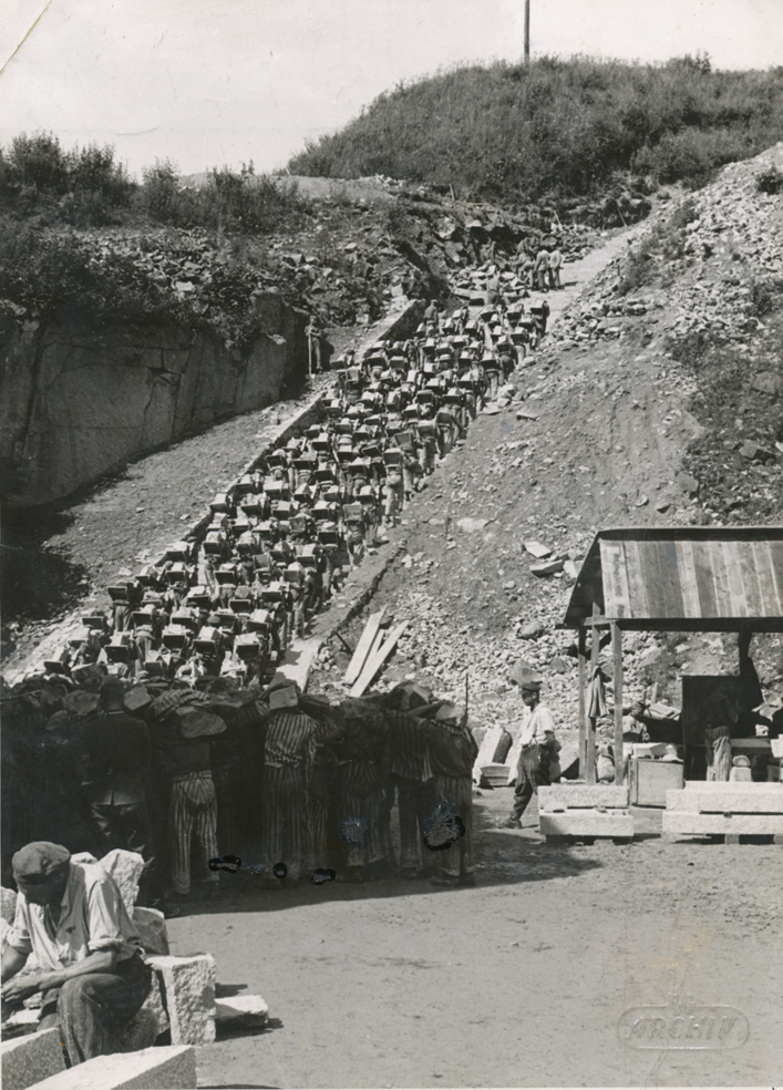 "Prisoners transporting stones on the ""stairs of death"", SS photo, between 1942 and 1944 (photo credits: NIOD, Amsterdam)"