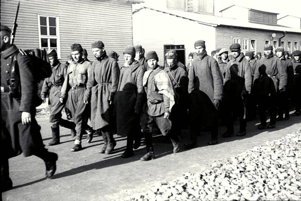 Arrival of Soviet prisoners of war on the roll call area in Mauthausen, SS photo, October 1941 (photo credits: Mauthausen Memorial / Collections)