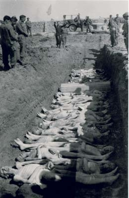 Burying the dead (photo credits: US Signal Corps Foto, Courtesy of USHMM)