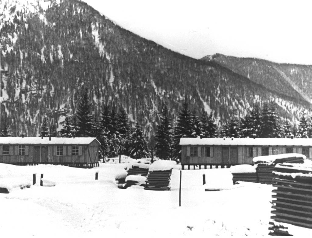Die Errichtung der Häftlingsbaracken in Ebensee, 1943 (SS-Foto, KZ-Gedenkstätte Mauthausen)