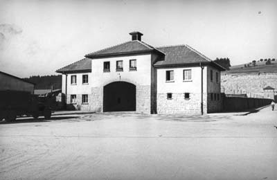 View of the Jourhaus from outside the camp, presumably spring 1943 (photo credits: SS-photo, Courtesy of Museu d'Història de Catalunya, Barcelona: Fons Amical de Mauthausen).